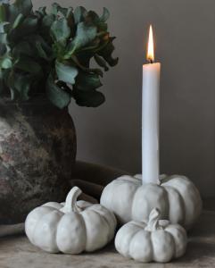 Ljusstake Pumpa (dekorationspumpa), från Majas lyktor säljs till förmån för Barncancerfonden