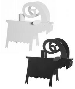Bock ljusstake i svart eller vitt, designad av Ernst Kirchsteiger