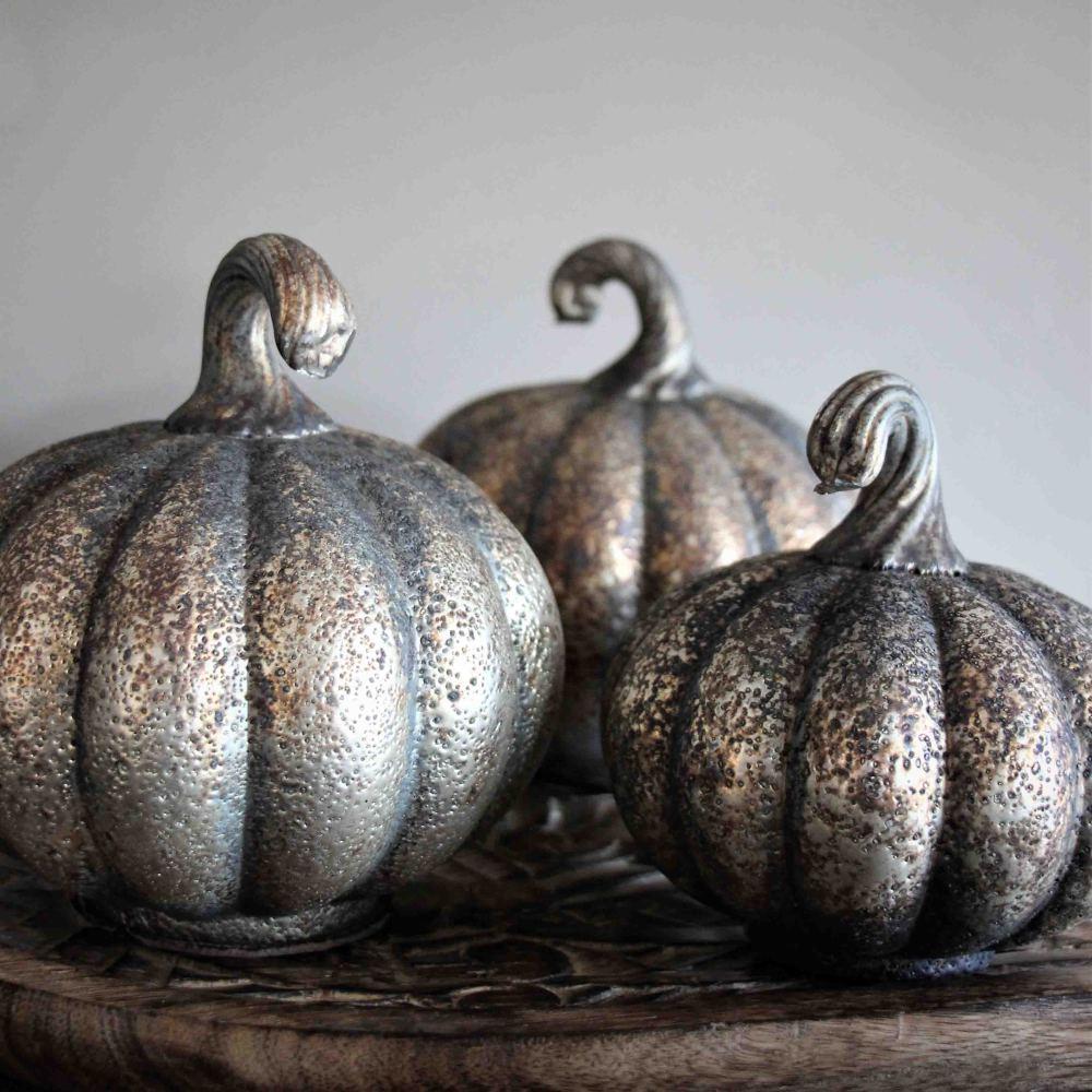 Rustic Pumpkin (dekorationspumpa) - Majas lyktor/ Barncancerfonden (Liten 10cm) • Pryloteket