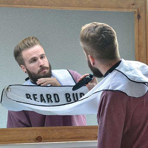 Beard Buddy Förkläde för rakning • Pryloteket