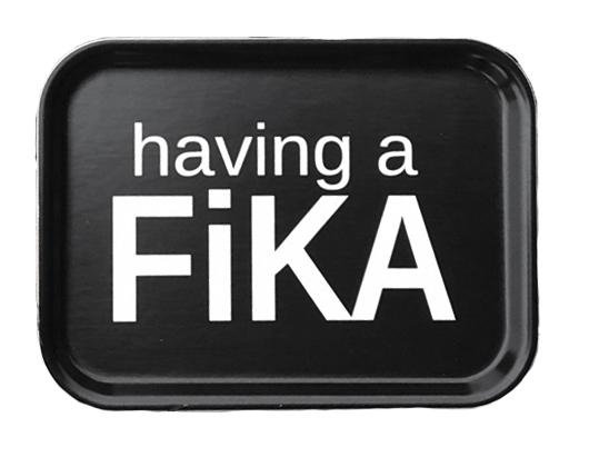 "Bricka ""Having a FIKA"" (27x20cm) • Pryloteket"