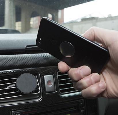 Magnetisk mobilhållare till bilen