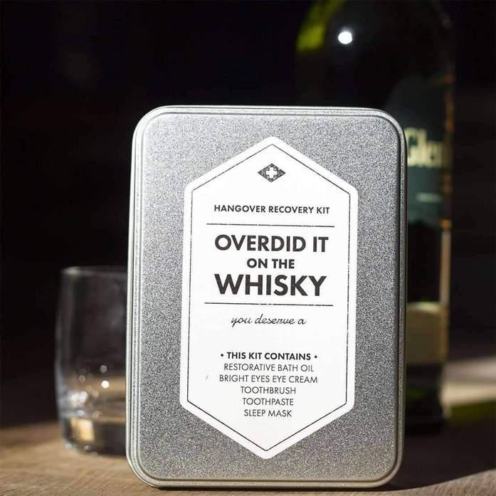 Overdid It On Whisky Kit - Räddningskit för baksmälla • Pryloteket
