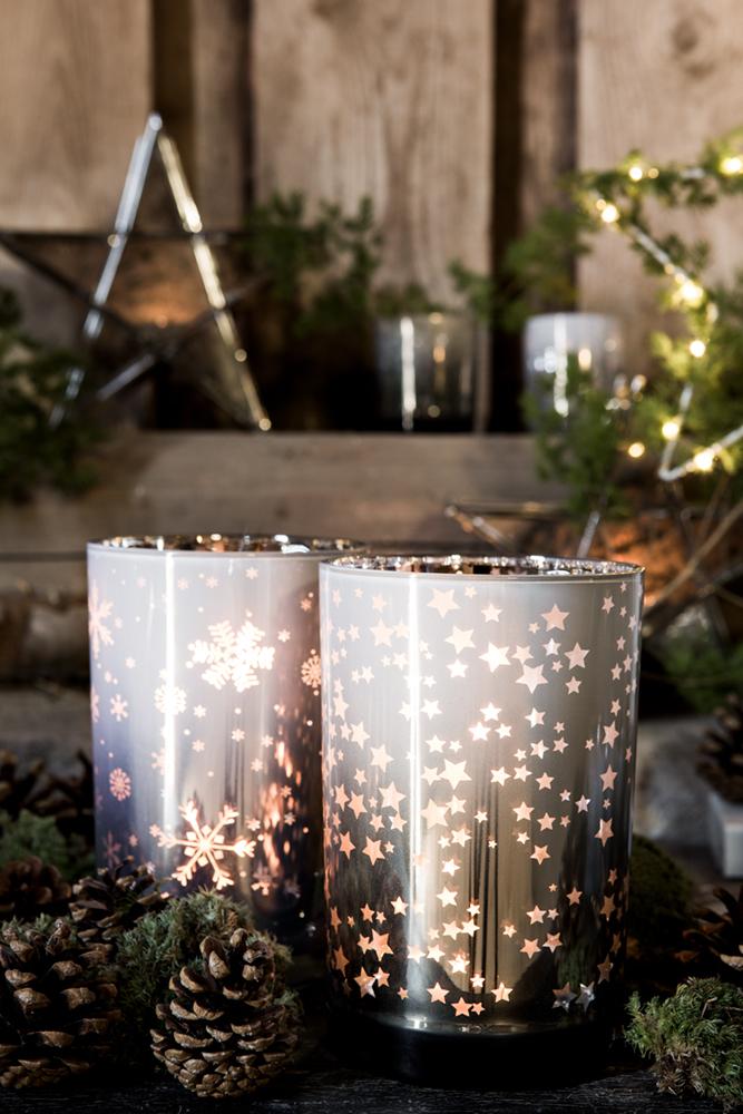 Ljuslykta Stars & Snowflakes - Majas lyktor/Barncancerfonden (Vittonad med snöflingor (12x18cm))